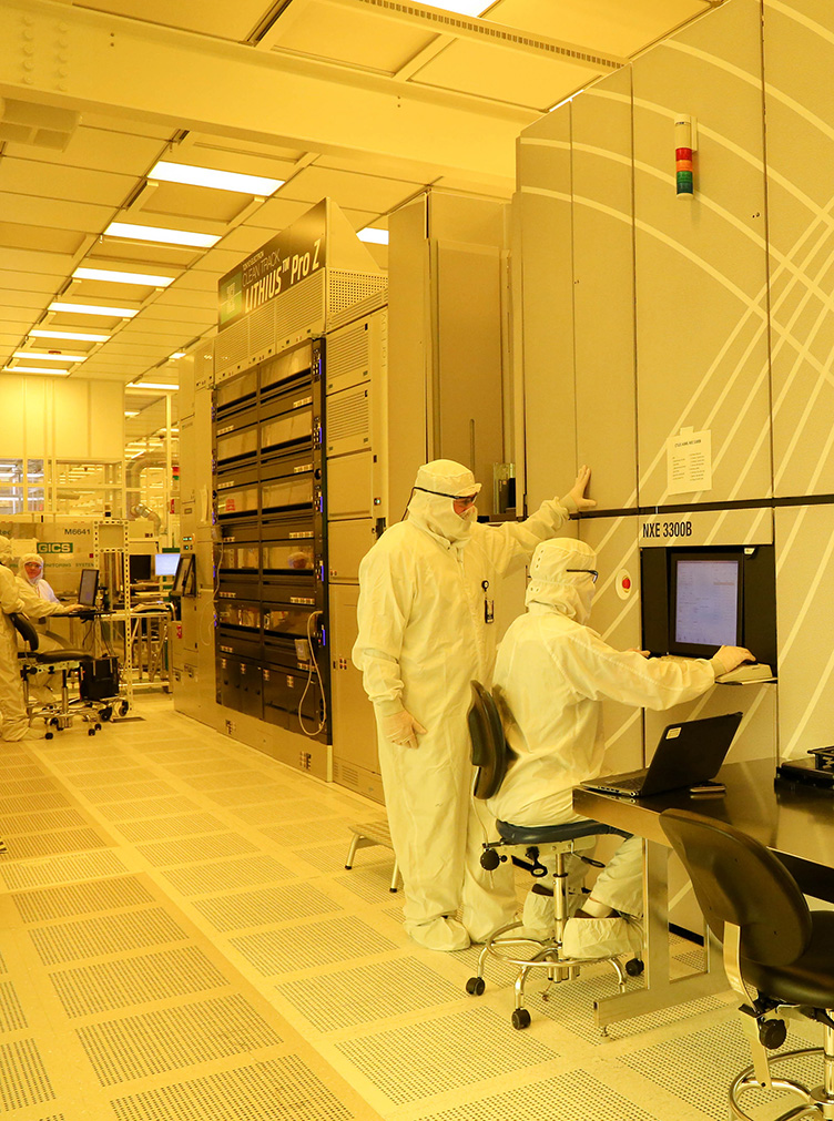 SUNY Poly's 300mm Cleanroom