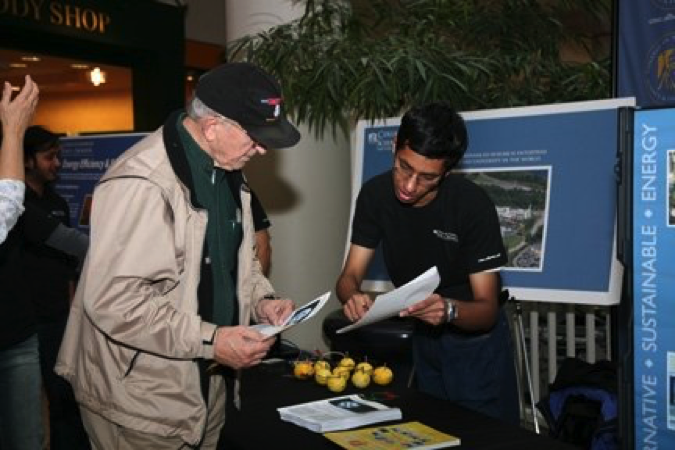 A Graduate Student talks about energy efficiency with a mall visitor