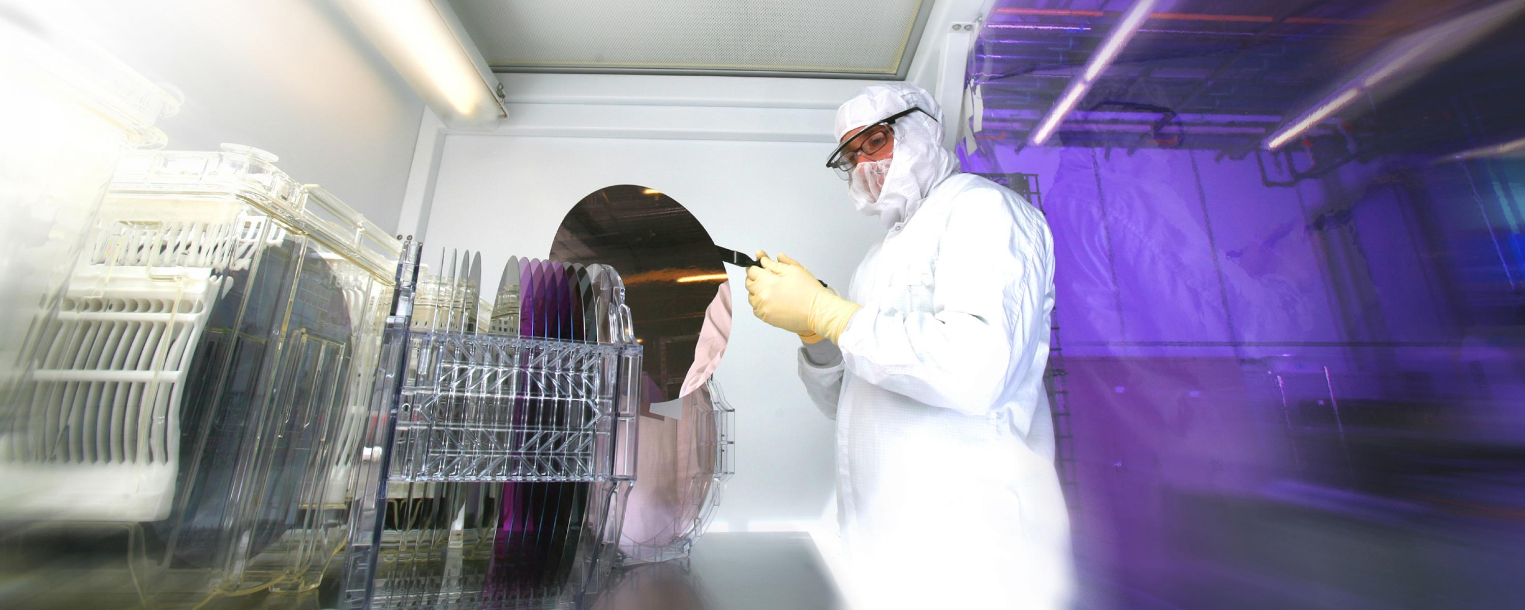 Image of SUNY Poly scientist in nano lab.