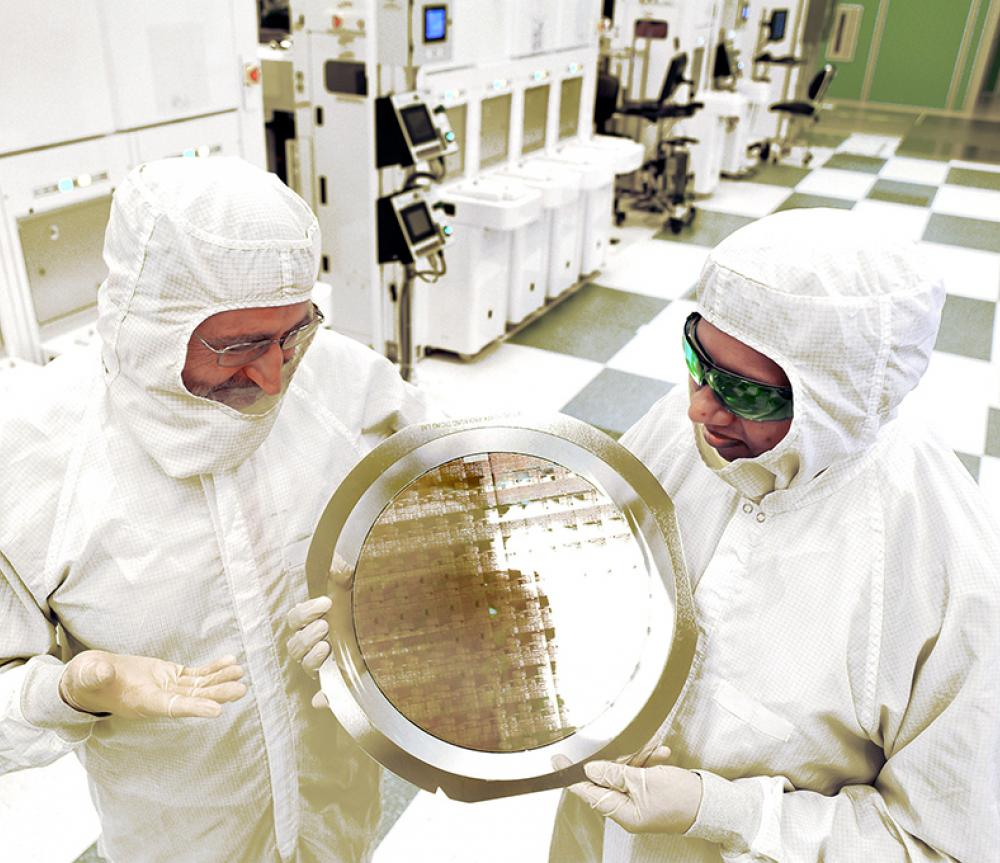 AIM Photonics' Dr. Michael Liehr and IBM's Bala Haran show off 7nm node test chips