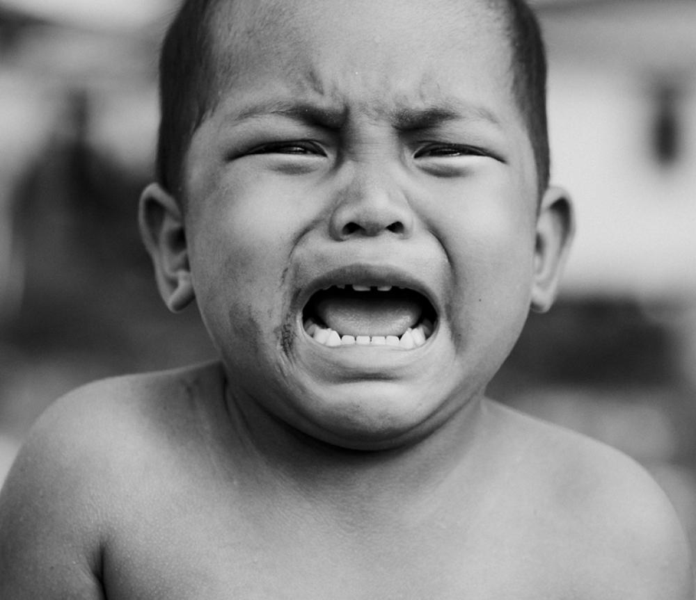 Crying Child 800x680